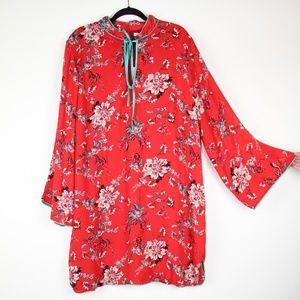 GLAMOROUS UK CURVE DRESS WITH FLARE SLEEVES NWT